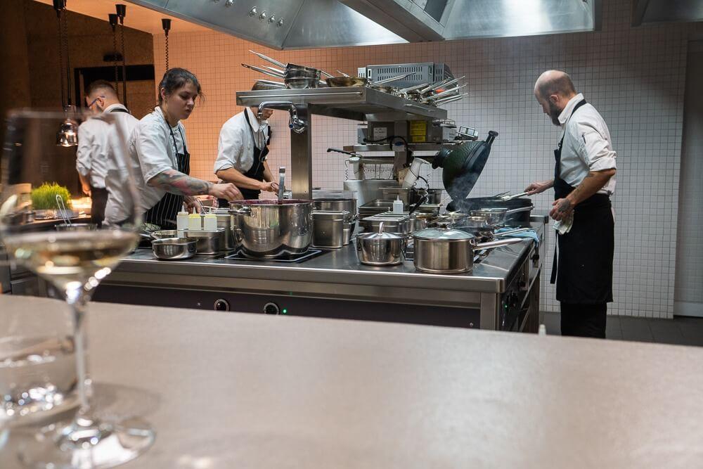 Restaurant mit offener Küche
