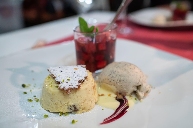 Winterliches Dessert mit Rumtopf