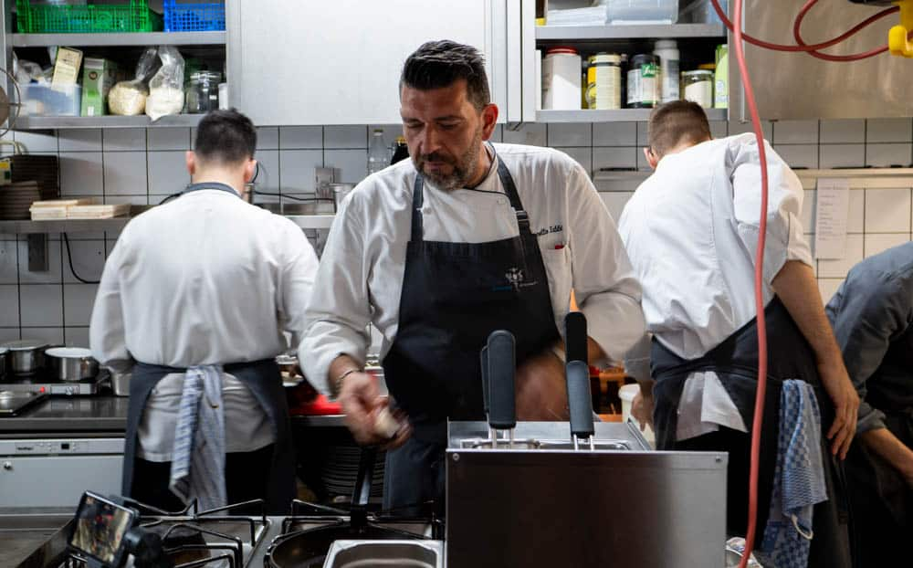 Marcello-Fabbri-in-der-Küche