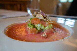 Ceviche aus Lachsforelle mit Holunderblüten und Limette