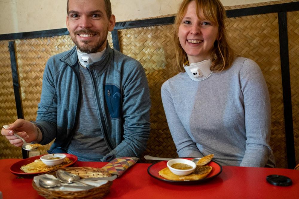 Mira und Flo vom How to Gourmet Blog in Kathmandu
